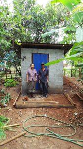 Me Tau Men Ya ist stolz auf seine Toilette.