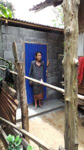 Frau Tau Fu besitzt nun eine Toilette