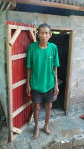 Herr Po Piu bekommt eine neue Latrine in Ban Nam Sai thouang