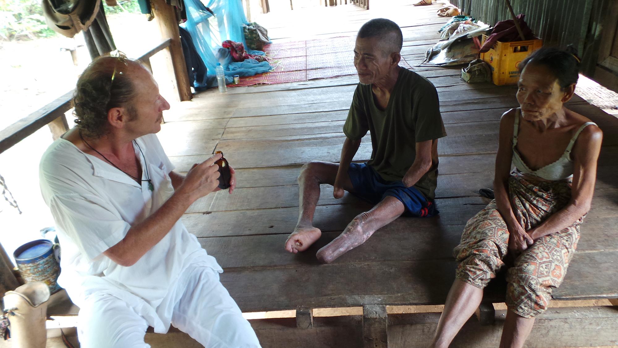 Patientenbetreuung in Ban Nam Sai