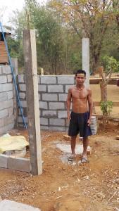 Herr Thun steht auf der Baustelle