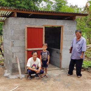 Herr Ham hat mit seinem Sohn nun eine eigene Toilette